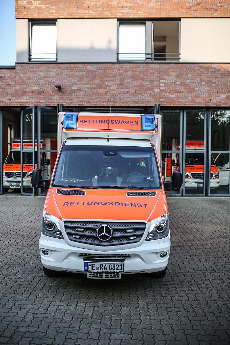 Rettungswagen rtw feuerwehr ratingen - Rtw architekten ...